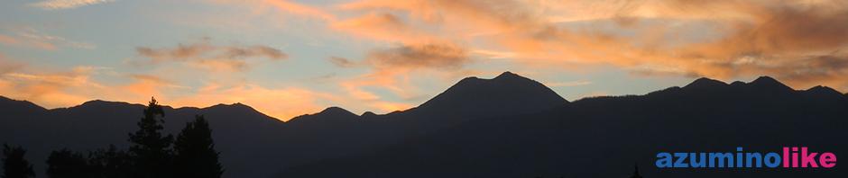 2015/10/26【秋の夕暮れ】家の前で撮った夕暮れ風景、夕陽に染まったカラフルな空に山々が切絵のようでした。