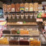 ② ナッツ売り場:自分で容器に入れて買えるのも便利そう