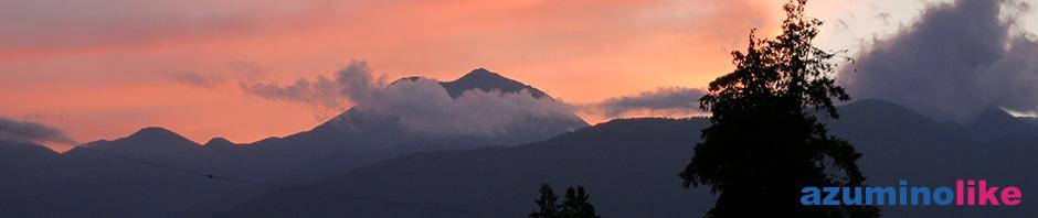 2017/9/13【秋の夕陽に映える常念岳】初秋の夕陽に映える常念岳を家の玄関先から撮りました。真夏とはまた違った趣きがあります。