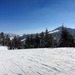 ④ 右奥は寺子屋スキー場:東館山山頂から見る寺子屋スキー場は標高2,000m越えのスキー場です。